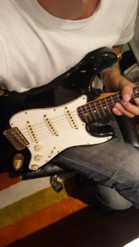 ギターを抱え!